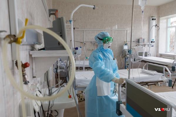 Впервые количество выписанных за сутки превысило количество заболевших COVID-19