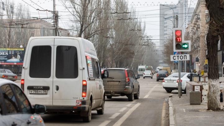 На скандально известном перекрестке в центре Волгограда ограничили скорость до 40 км/ч