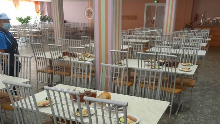 В челябинской гимназии из-за коронавируса закрыли буфет и вынудили учеников есть платные обеды