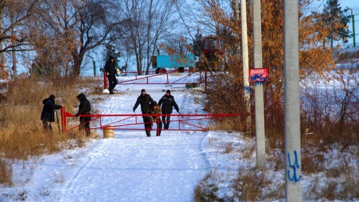 В Советском парке на лыжероллерной трассе установили шлагбаумы. Разбираемся, зачем это сделали