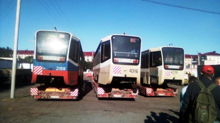 В Омск привезли три московских трамвая