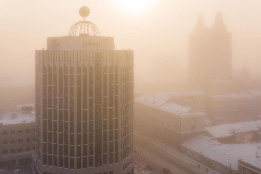 Вместе с морозом в Новосибирск пришел еще и туман