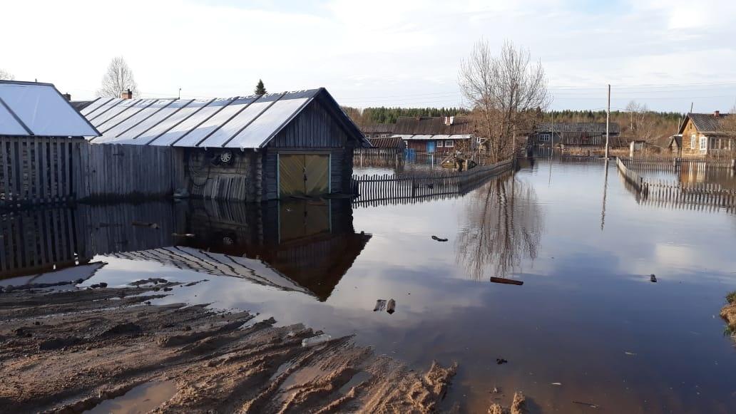 Кидюгу и еще две деревни подтопило из-за высокого уровня воды в Устье