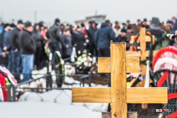 """На Городском кладбище <a href=""""https://63.ru/text/gorod/2020/04/28/69210424/"""" target=""""_blank"""" class=""""_"""">выделили</a> участок под семейные могилы"""