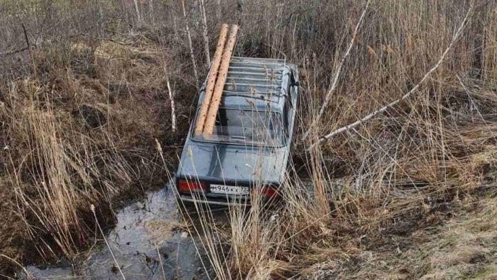 В кювете в «Жигулях» у тюменской трассы нашли тело пенсионера