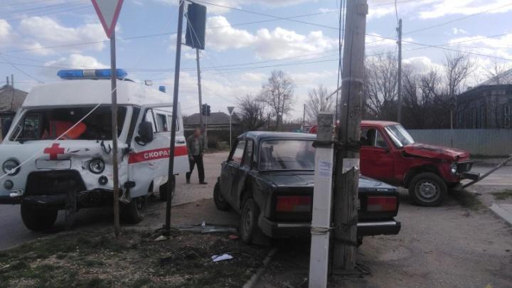 В Волгоградской области водитель внедорожника не пустил скорую на вызов: фельдшер попала в больницу