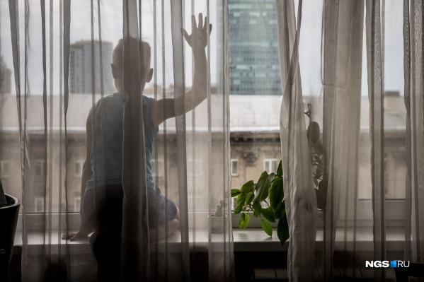 Мама мальчика отвлеклась на домашние дела, когда малыш выпал из окна