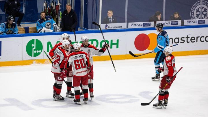 Расквитались за всё: «Автомобилист» выгрыз победу над «Сибирью» и продолжил участие в плей-офф