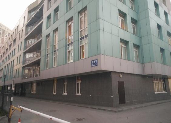 В Новосибирске из окна 5-го этажа бизнес-центра выпал мужчина