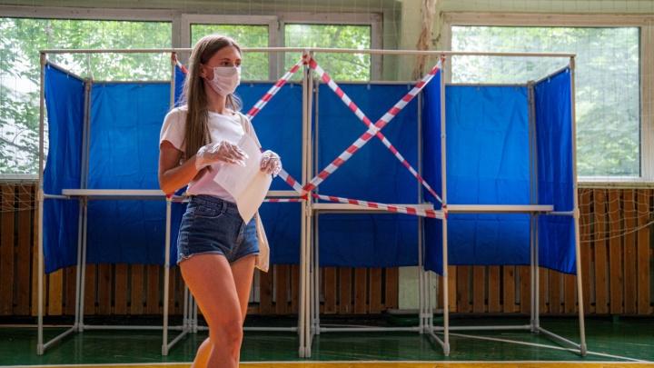Как новосибирцы решают судьбу Конституции в разгар ковида — 20 фото, которые войдут в историю