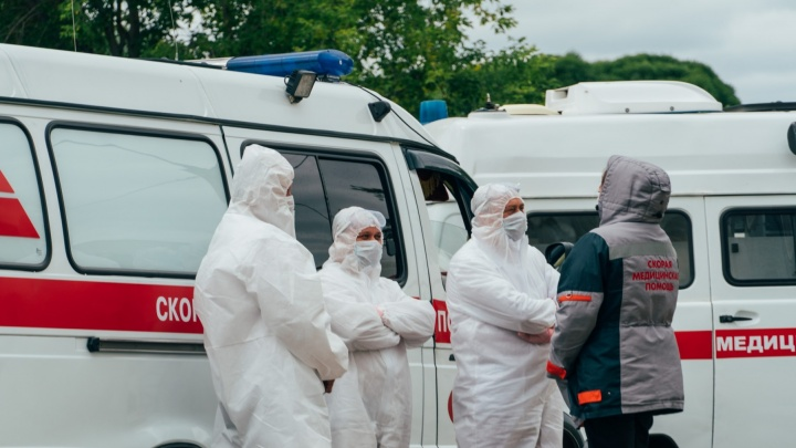 Прививки от коронавируса сделали почти 50 омских медработников
