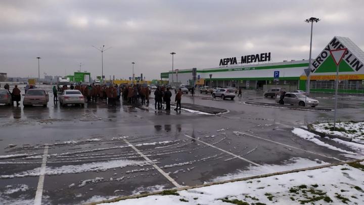 Из-за задымления в Новосибирске эвакуировали посетителей «Леруа Мерлен»