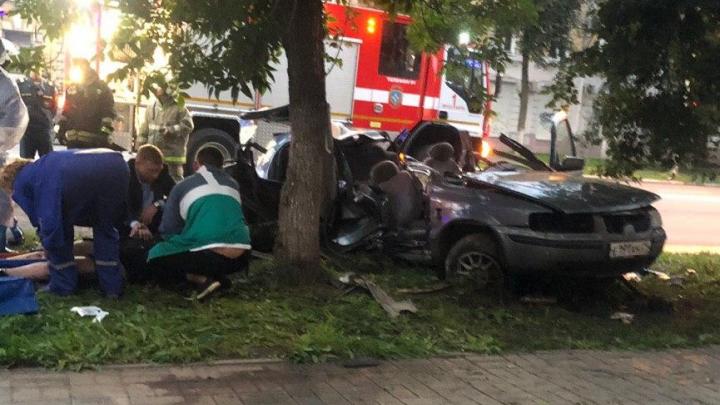 «Девушка не чувствовала ног»: видео от очевидцев ДТП на улице Свободы в Ярославле