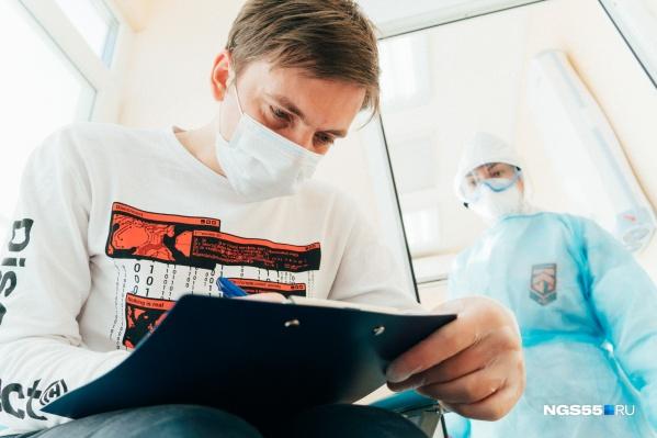 До конца декабря омским медикам должно поступить десять тысяч тестов