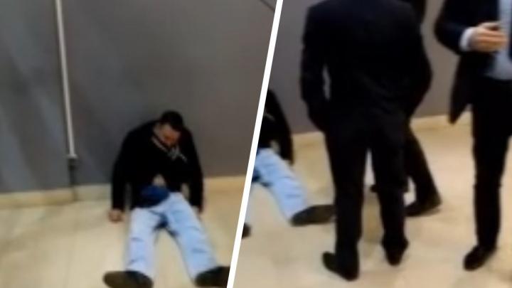 Охранник «вырубил» посетителя: полиция разбирается в потасовке в тюменском ТРЦ