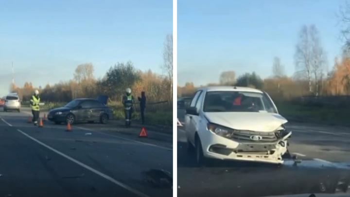 Под Архангельском столкнулись три легковых автомобиля. Есть пострадавшие