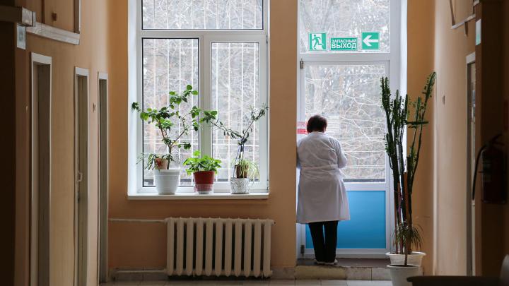 «Носим маски свои, нам их никто не выдает»: студентка БГМУ — о том, как проходит практику в поликлинике