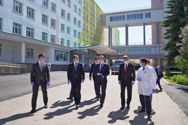Министр здравоохранения приехал в Уфу на открытие инфекционного центра для лечения людей, больных коронавирусом