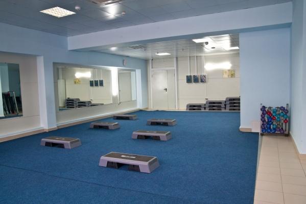 Залы для групповых программ и тренажерки пустуют с конца марта 2020 года