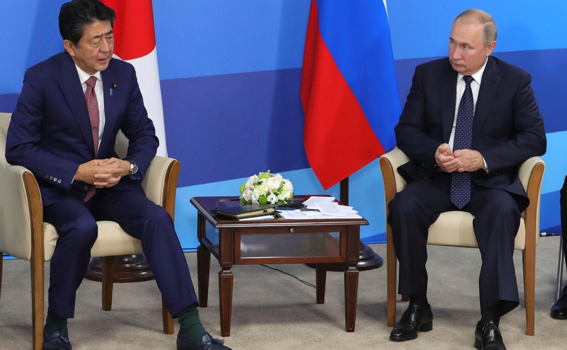 Встреча Владимира Путина с премьер-министром Японии Синдзо Абэ 5 сентября 2019 года на острове Русский