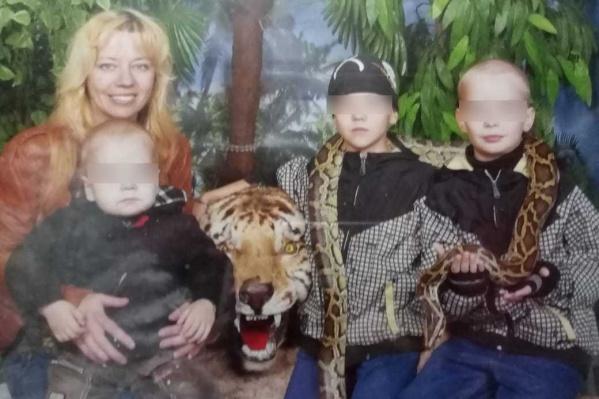 Многодетная жительница Новосибирска оказалась в трудном положении из-за потери работы — пока её выручают лишь знакомые
