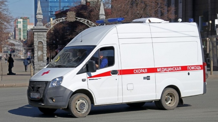 В кузбасской школе мальчик травмировал глаз, напоровшись на крючок: СК и прокуратура начали проверки