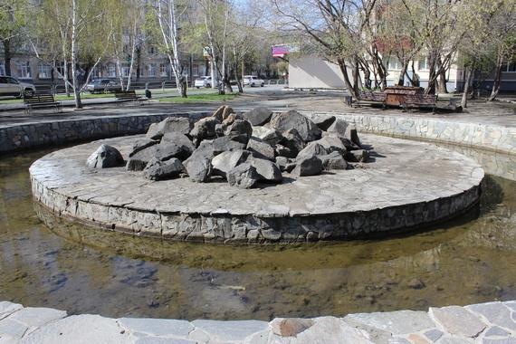 По мнению автора идеи, благоустроенный фонтан будет радовать водителей и прохожих