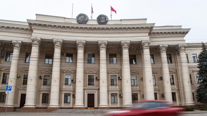 Вместо Land Cruiser и Mitsubishi Outlander: в Волгограде чиновники объяснили покупку 10 иномарок