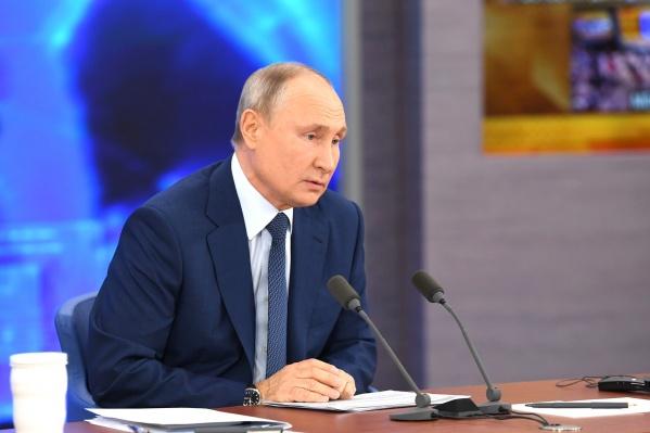 Владимир Путин пообещал сделать прививку от коронавируса, когда до него дойдет очередь