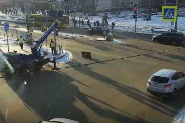 Авария произошла в двух шагах от автобусной остановки