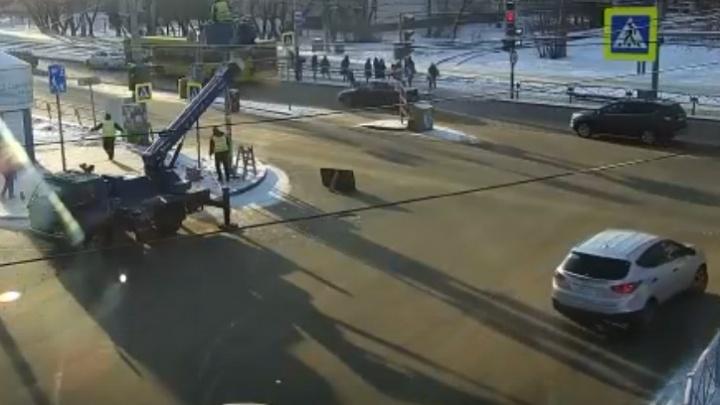 В Перми иномарка сбила на переходе 8-летнего мальчика. Видео