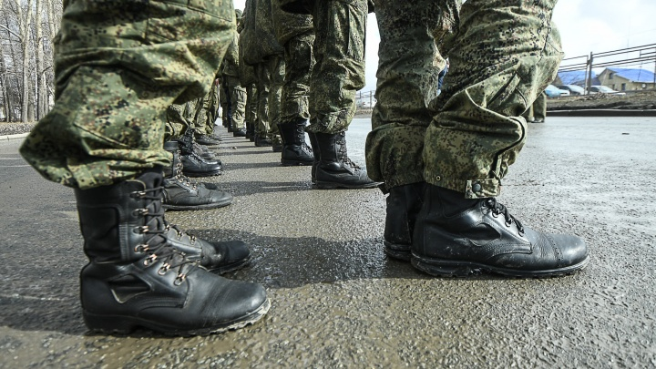 Из Тюмени в Екатеринбург привезли 40 военных, которые контактировали с зараженными коронавирусом