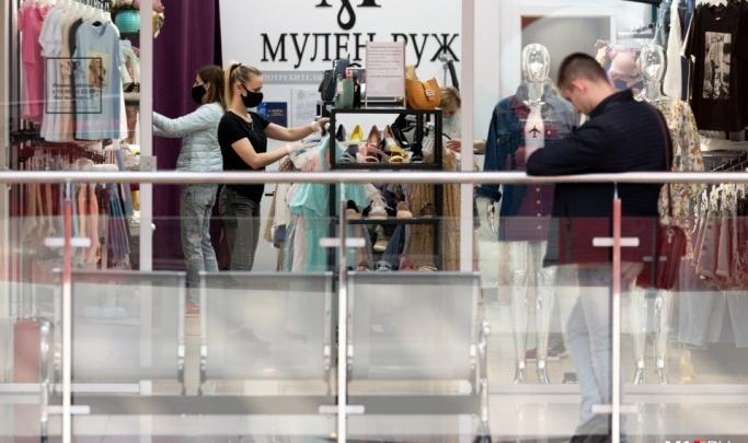 «Какие маски и перчатки? Не смешите»: волгоградцы рассказали о толпах подростков в торговых центрах