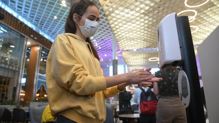 Ограничить работу ТЦ, купить новые ИВЛ и выдать врачам премии: Оксана Мелехова — о мерах по борьбе с коронавирусом