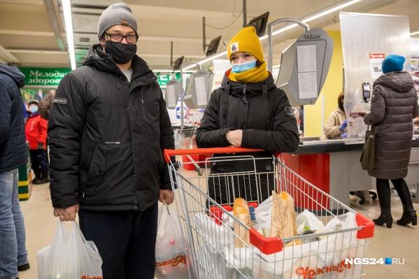 При опросе покупателей выяснилось, что почти все намерены уложиться в 10 тысяч рублей. Но мы встретили и исключительные варианты