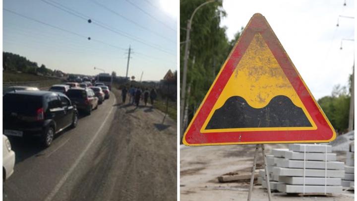«Можно простоять до обеда»: ЕКАД встал в шестикилометровую пробку из-за ремонта дороги