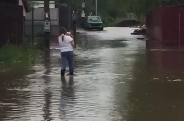 Воды по колено: после ливней затопило Переславль-Залесский