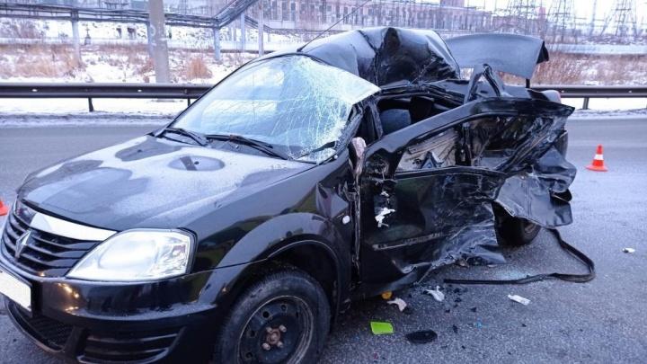 ДТП на проспекте Конституции: сегодня утром автомобиль столкнулся с пассажирским автобусом