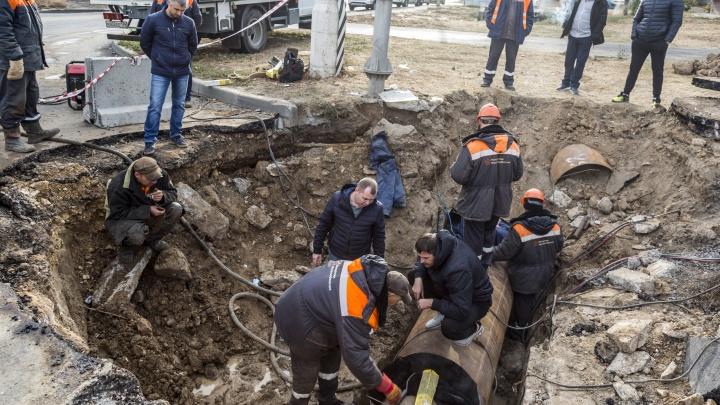 «Коммунальщики будут работать до позднего вечера»: в Волгограде отчитались об устранении крупной аварии