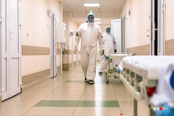 Пациентов со сложным течением болезни госпитализируют в ковидные отделения