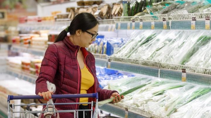 «Поднимается ажиотажный спрос»: почему в Волгограде взлетели цены на «антикоронавирусный» набор продуктов