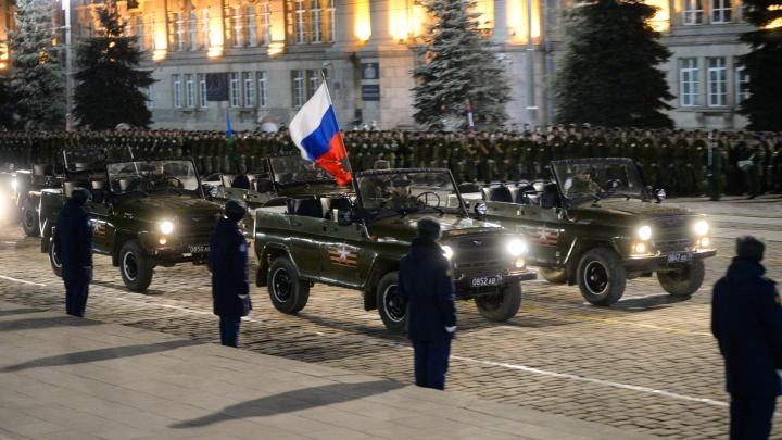 Центр Екатеринбурга начнут перекрывать из-за репетиций парада Победы, несмотря на коронавирус