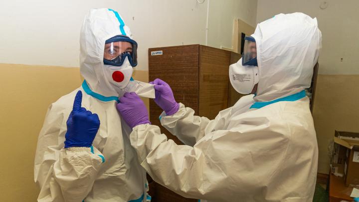 Надевай три пары бахил и «Каспер» — пойдем в инфекционное отделение: репортаж о том, как лечат COVID-19 в Березниках