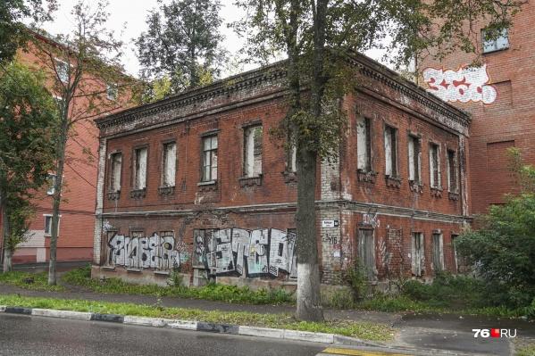 От здания остались только стены