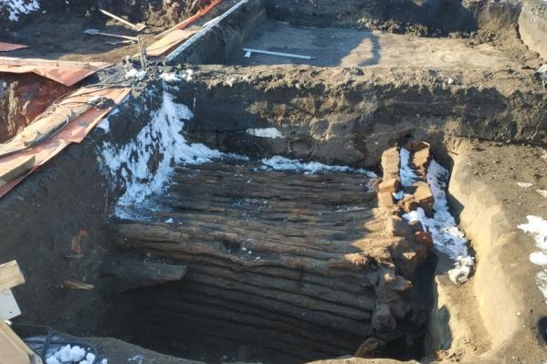 Курганцам было интересно узнать, что скрывается в деревянном погребе