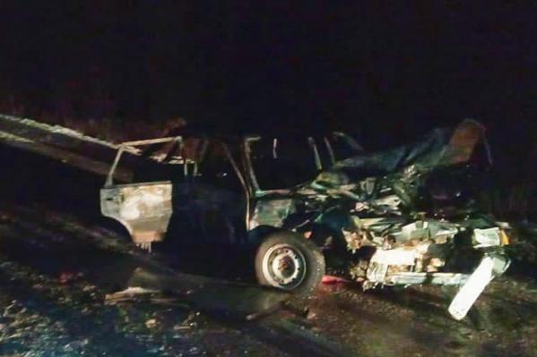 После столкновения отечественный автомобиль загорелся