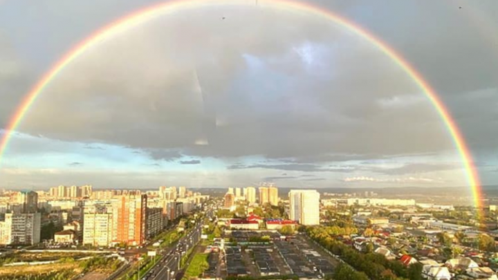 «Самая яркая в жизни»: красноярцы заполнили Instagram двойной осенней радугой