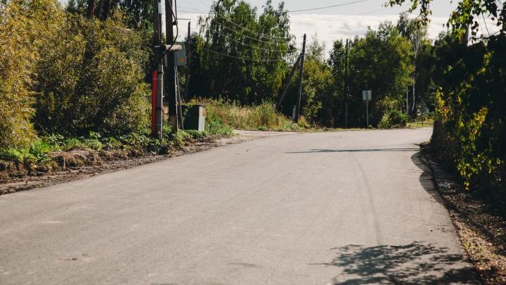 В Тюменском районе под стрелой автомобильного крана погибла женщина
