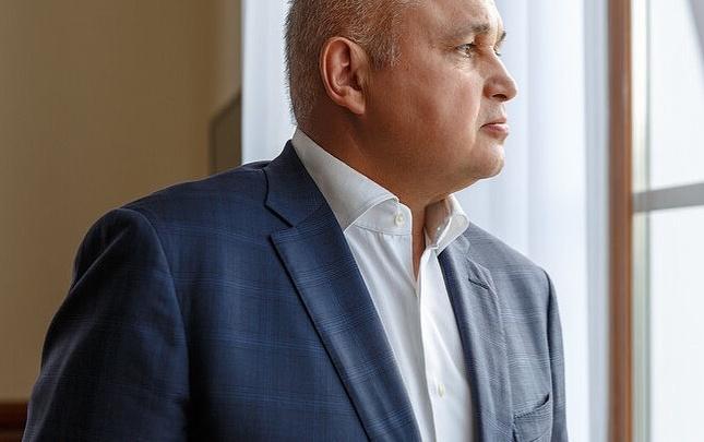 Сергей Цивилев прочитал стихи кузбасского поэта о России