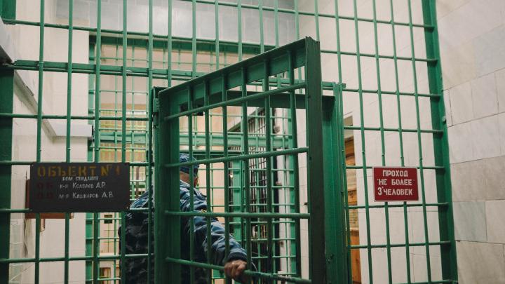 Кражи, наркотики или убийства: из-за чего тюменцы чаще всего попадают в колонии